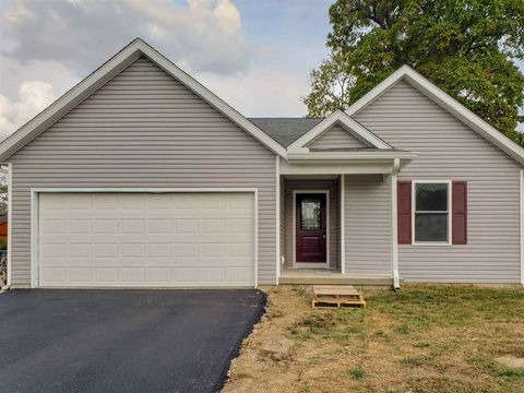 Photo of 412 M St, Bedford, IN 47421