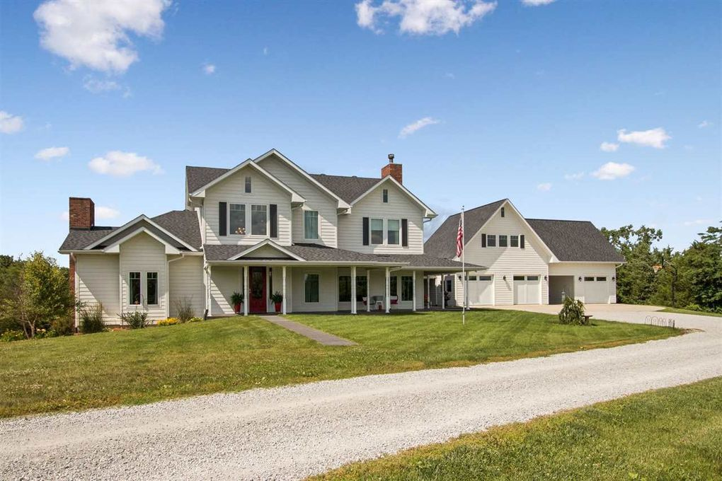 2492 Scouts Ct NW Oxford, IA 52322