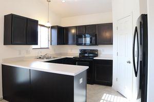 807 Grande Oaks Dr, Hamilton Township, OH 45152 - Kitchen