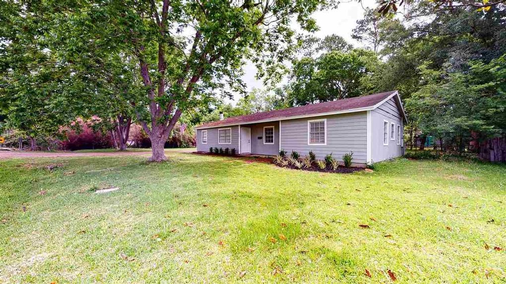 225 Armstrong Dr Beaumont, TX 77707