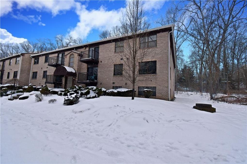 300 Gilkeson Rd Apt 2C Pittsburgh, PA 15228