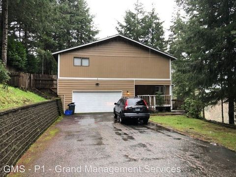 Photo of 1089 Canyon Dr, Coos Bay, OR 97420