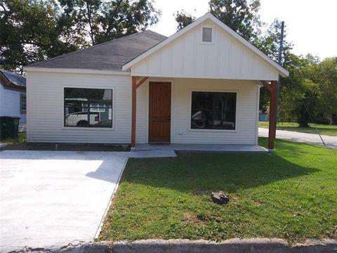 Photo of 324 W Cummings St, Gainesville, TX 76240