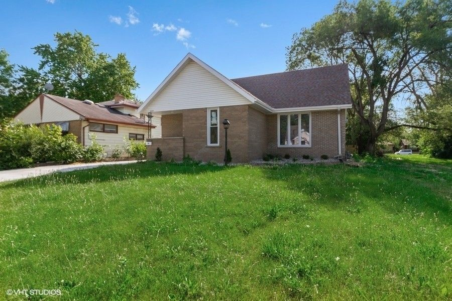 447 Country Club Dr W Kankakee, IL 60901