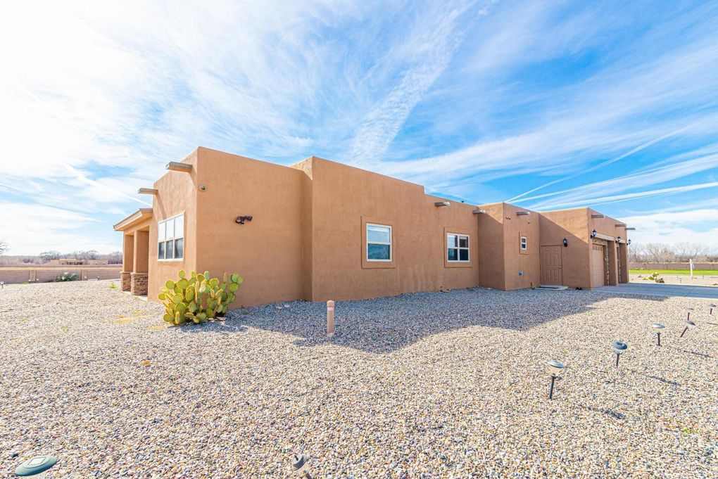 18 Leibel Ct Los Lunas, NM 87031