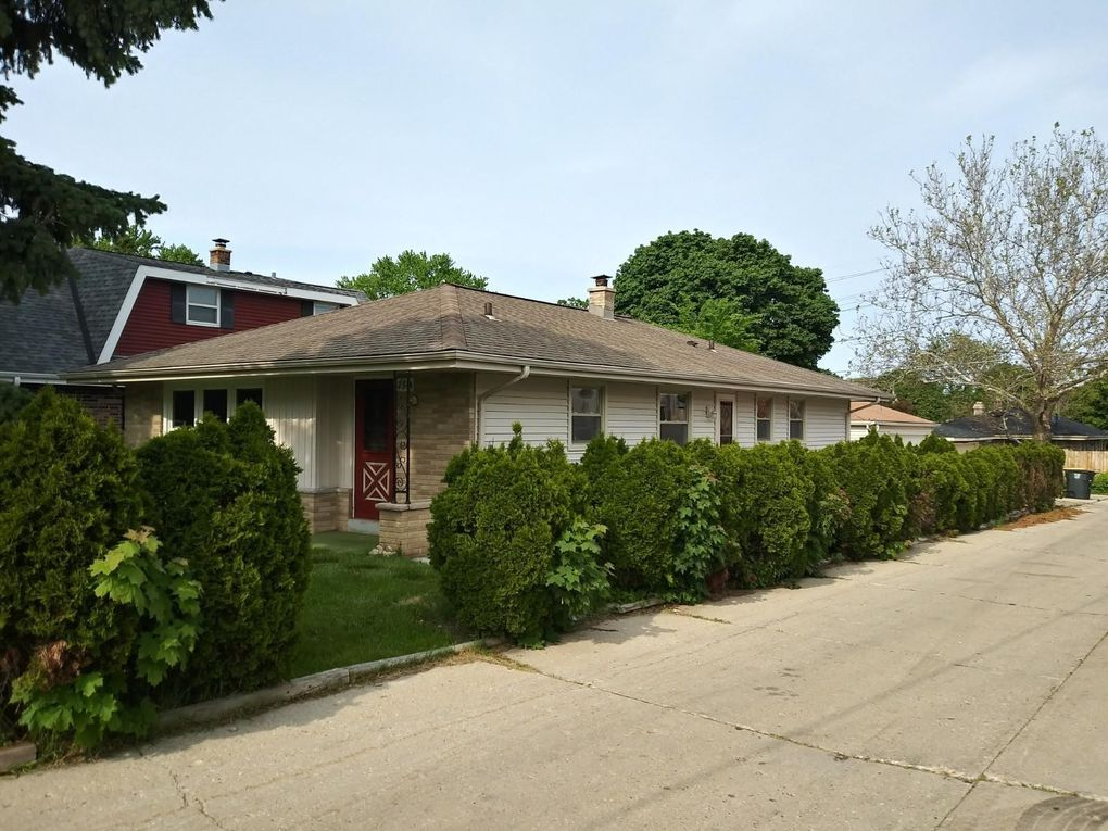 2314 N 116th St, Wauwatosa, WI 53226