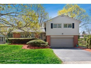 "<div></noscript>471 Highcrest Dr</div> <div>Wilmette, Illinois 60091</div> <p>"" data-original=""https://ap.rdcpix.com/3010086992/d2369e94dca398b108cfc2a1d5a07e05l-m0m.jpg""/>    </p> <p>           For Sale: $775,000<br />6 bd/four full ba, four,320 sqft        </p> <p>      <img class="