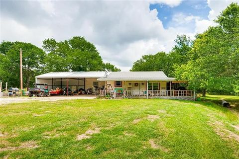 Photo of 127 S Longhorn Dr, Weatherford, TX 76085