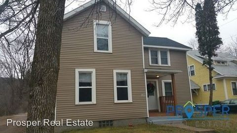 Photo of 1245 S Farwell St, Eau Claire, WI 54701