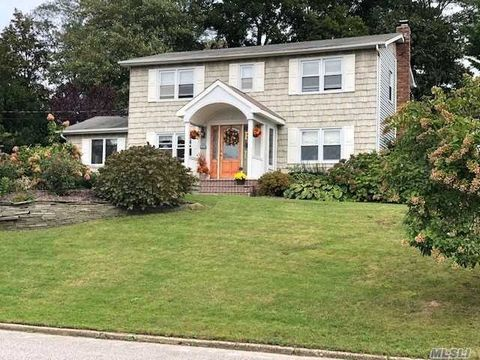 Photo of 20 Hemlock Dr, Miller Place, NY 11764