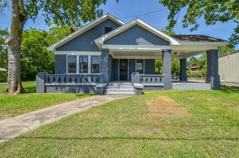 404 W Main St, Bellville, TX 77418