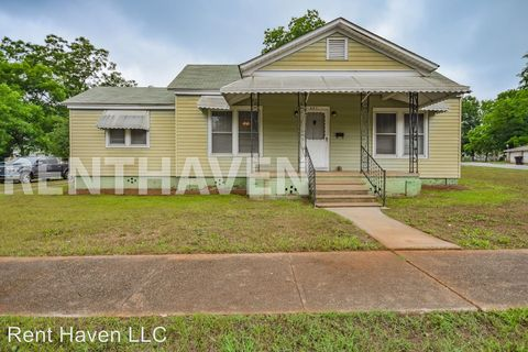 Photo of 421 Floyd St, Newberry, SC 29108
