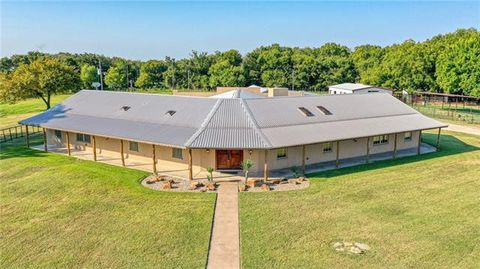 Photo of 201 Spring Creek Pkwy, Weatherford, TX 76087