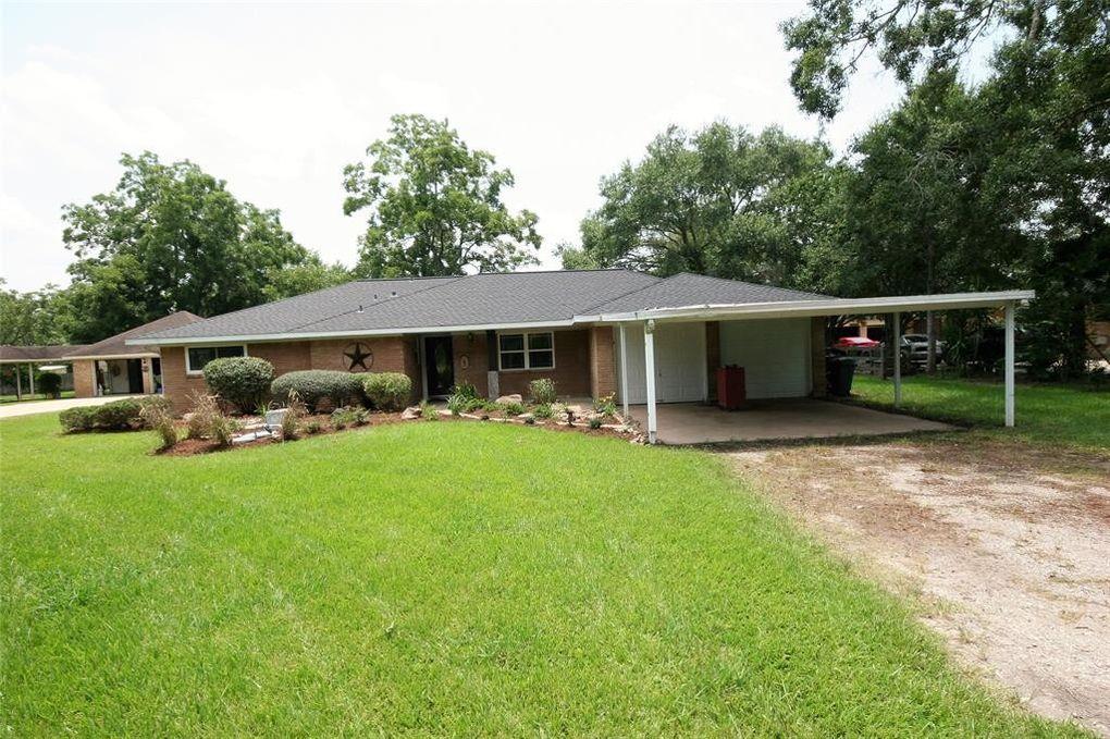 1511 North Rd Lake Jackson, TX 77566
