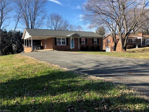 166 Janice Dr, Mount Airy, NC 27030