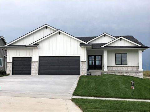 Photo of 2612 Nw Springbrooke Dr, Grimes, IA 50111