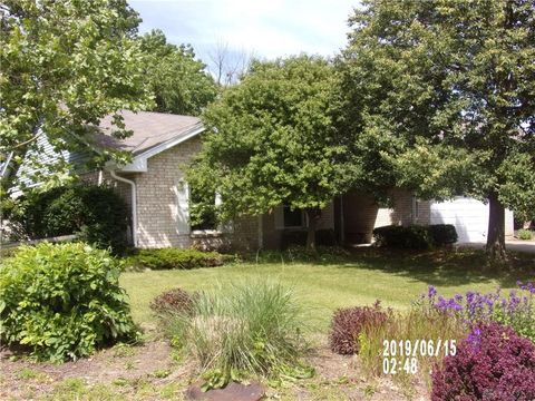 Photo of 6511 Deer Knolls Dr, Huber Heights, OH 45424