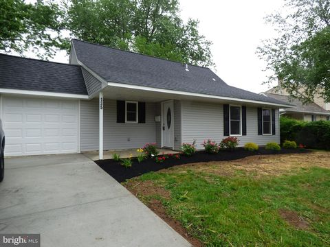Photo of 135 Highland Park Dr, Levittown, PA 19056