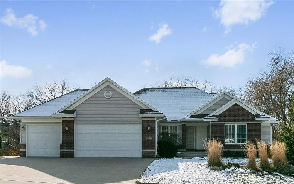 1070 Forest Edge Dr Coralville, IA 52241