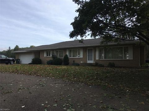 4390 Parrot Rd Nw, Strasburg, OH 44680