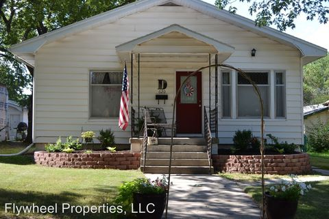 Photo of 620 Blunt St, Clay Center, KS 67432