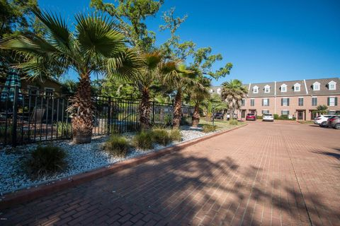 220 Church Ave Apt 8, Gulfport, MS 39507