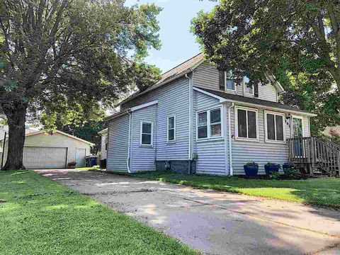 Photo of 205 Williams St, Combined Locks, WI 54113