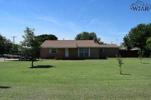 Photo of 801 W Magnolia Ave, Iowa Park, TX 76367
