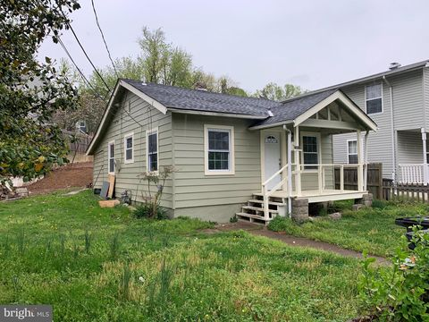 Photo of 3804 Powhatan Rd, Hyattsville, MD 20782