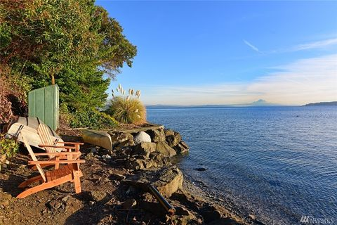 Photo of 8601 Ne Seaview Ave, Indianola, WA 98342