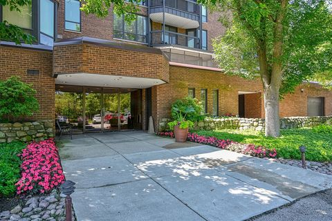 Photo of 1140 Old Mill Rd Apt 302 F, Hinsdale, IL 60521