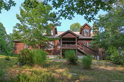 Photo of 775 Gallimore Rd, Flat Rock, NC 28731