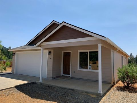 Photo of 324 Cedar Ridge Dr, Cave Junction, OR 97523