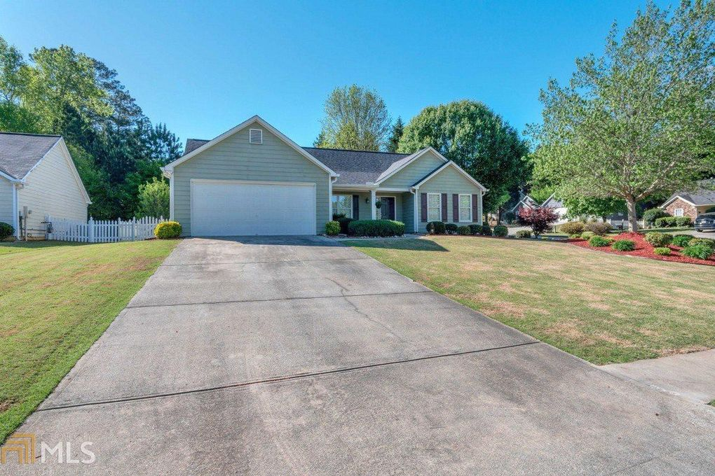 903 Laurel Green Ln, Sugar Hill, GA 30518