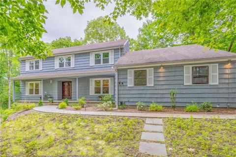 8 Old Still Rd, Woodbridge, CT 06525