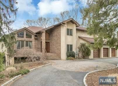 60 Horizon Ct, Township Of Washington, NJ 07676