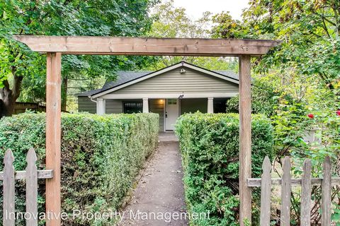 Photo of 9601 Sw 42nd Ave, Portland, OR 97219