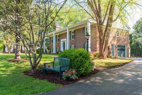 Photo of 1235 Herold Cir, Charlottesville, VA 22901