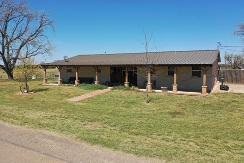 Photo of 601 W Holly St, Goree, TX 76363