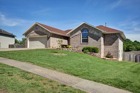 Photo of 2625 W Westchester Ct, Springfield, MO 65810