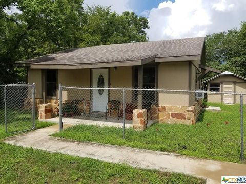 Photo of 136 W Austin St, Luling, TX 78648