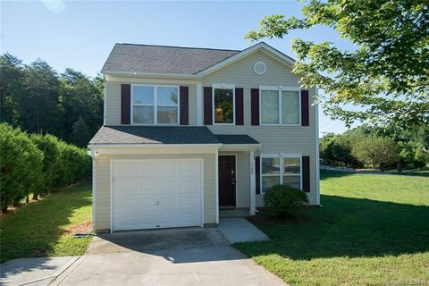 Photo of 1180 Crowders Woods Dr, Gastonia, NC 28052