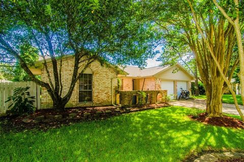 Photo of 2011 Yorktown Ct, League City, TX 77573
