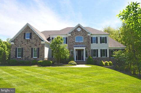 Photo of 10 Holme Ct, Newtown, PA 18940