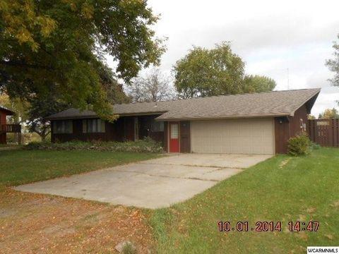 Photo of 721 Des Moines Dr, Windom, MN 56101