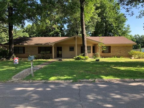 Photo of 600 W 14th St, Hope, AR 71801