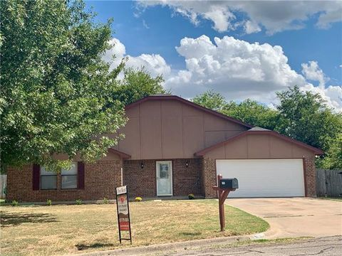 Photo of 1805 Danny Ray Dr, Cleburne, TX 76033