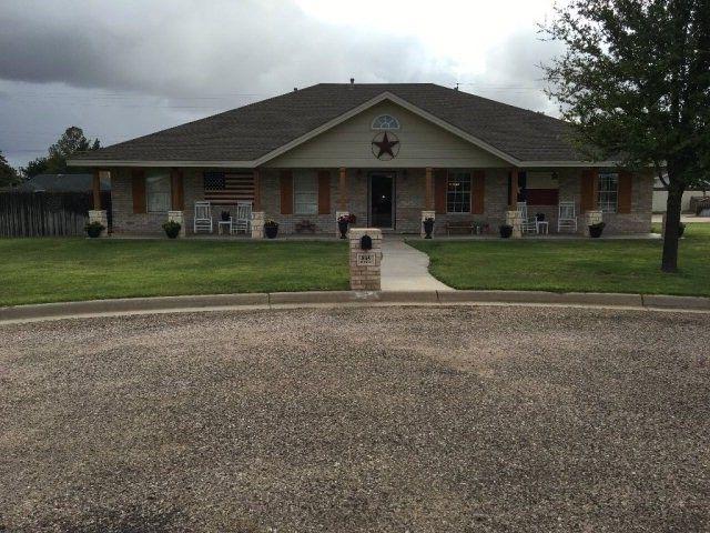 805 N Circle Dr, Seminole, TX 79360