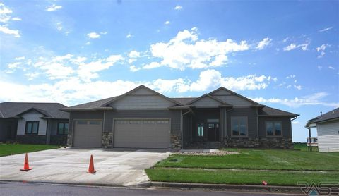 Photo of 1321 W Pinewood Cir, Sioux Falls, SD 57108