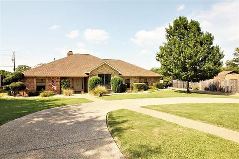 Photo of 1602 Heather Ct, Cleburne, TX 76033